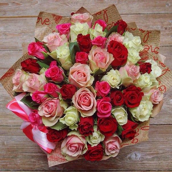 Роза Кения (микс (разных цветов), 40 см) — 39 шт., Лента — 1 шт., Упаковка Крафт-бумага — 1 шт.