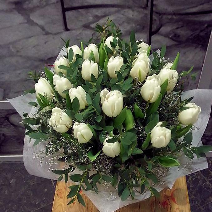 Тюльпан (белый) — 19 шт., Лимониум (белый) — 5 шт., Фисташка — 10 шт., Лента фирменная — 2 шт., Упаковка Фетр — 1 шт.
