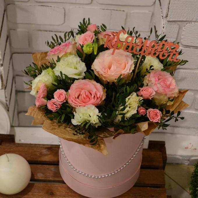 Оазис — 2 шт., Коробка (круг, средний) — 1 шт., Пистация — 10 шт., Роза кустовая (белый) — 5 шт., Роза (розовый, 60 см) — 5 шт., Эустома — 7 шт.