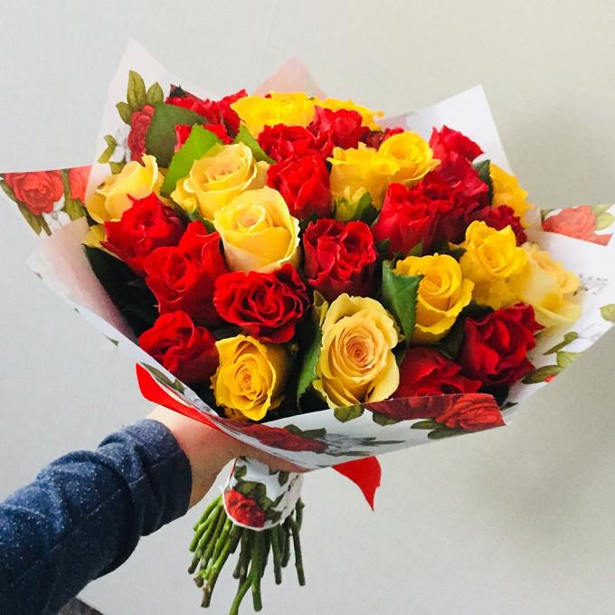 Роза Кения (желтый, 40 см) — 17 шт., Упаковка Крафт-бумага — 1 шт., Лента — 1 шт., Роза Кения (красный, 40 см) — 16 шт.