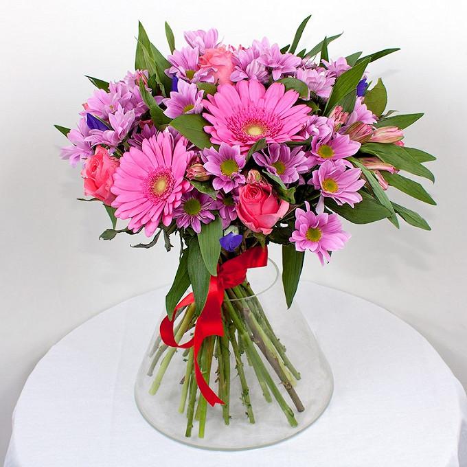 Роза Кения (нежно-розовый, 60 см) — 7 шт., Гербера (ярко-розовый) — 6 шт., Альстромерия (микс (разных цветов)) — 6 шт., Хризантема кустовая (фиолетовый) — 5 шт…