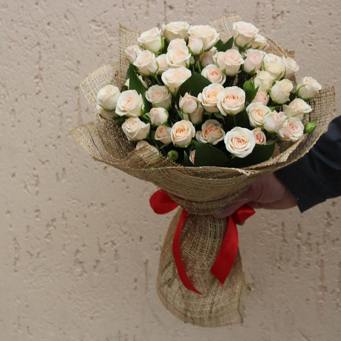 Роза кустовая (кремовый) — 11 шт., Красная лента — 1 шт., Упаковка Джут — 1 шт.