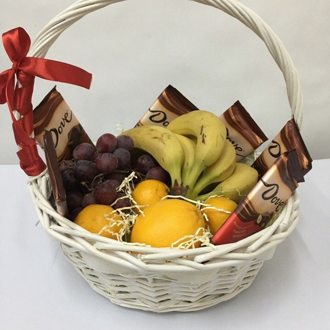 """Подарочная корзина """"Фрукты с шоколадом"""""""