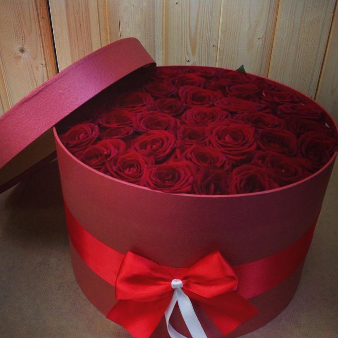 Белая лента — 1 шт., Красная лента — 1 шт., Пиафлор — 2 шт., Роза (бордовый) — 51 шт., Шляпная коробка (большой) — 1 шт.
