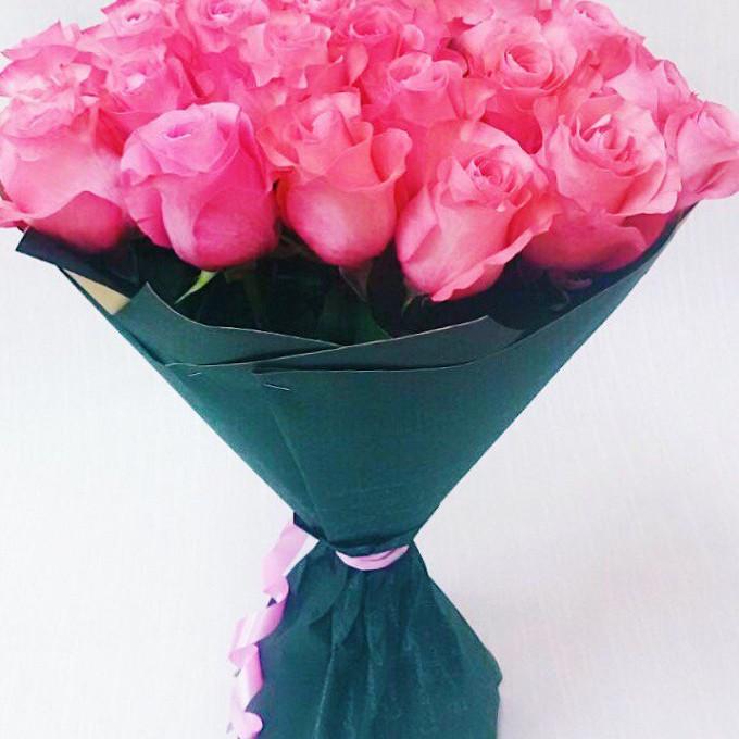 Роза Эквадор (малиновый, 60 см) — 25 шт., Упаковка Крафт-бумага — 1 шт., Лента — 1 шт.