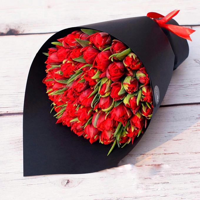 Тюльпан пионовидный (красный) — 51 шт., Лента — 1 шт., Упаковка Дизайнерский картон — 1 шт.