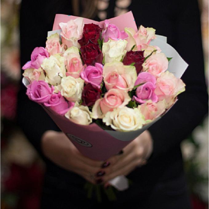 Альстромерия (красный) — 8 шт., Роза (красный, 50 см) — 7 шт., Упаковка Крафт-бумага — 2 шт.