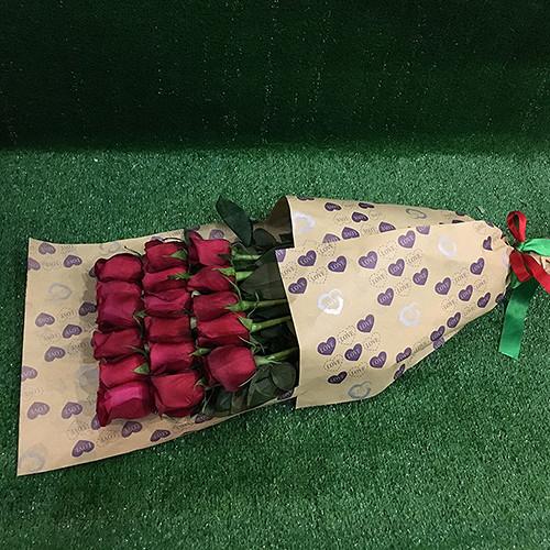Роза (красный, 60 см) — 17 шт., Упаковка Крафт-бумага — 1 шт., Красная лента — 1 шт.