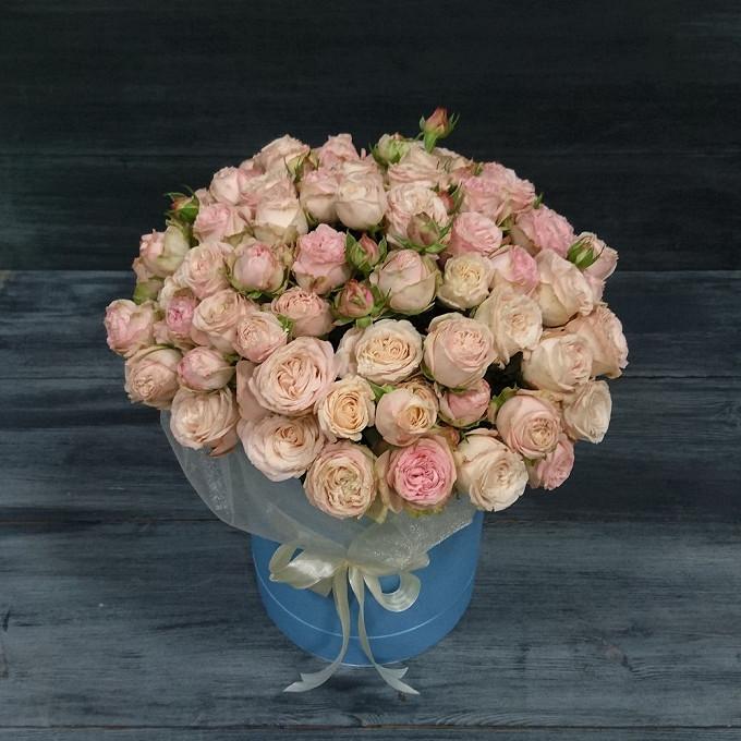 Роза кустовая пионовидная (кремовый) — 25 шт., Коробка фирменная (круг, средний) — 1 шт., Лента фирменная — 5 шт., Оазис — 2 шт., Упаковка Фетр ламинированный …
