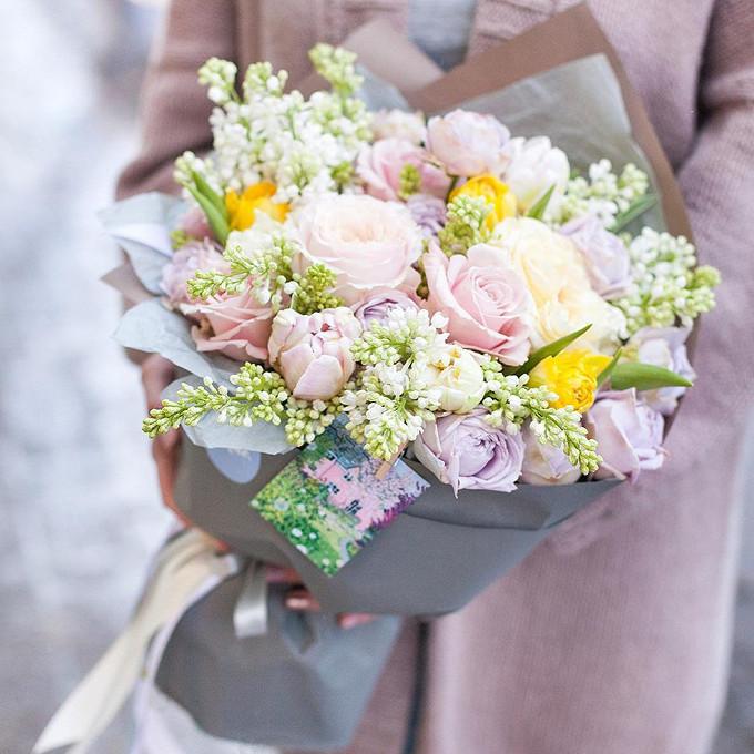 Сирень (белый) — 5 шт., Тюльпан пионовидный (нежно-розовый) — 4 шт., Тюльпан (желтый) — 3 шт., Роза пионовидная (нежно-сиреневый) — 5 шт., Роза Кения (нежно-ро…