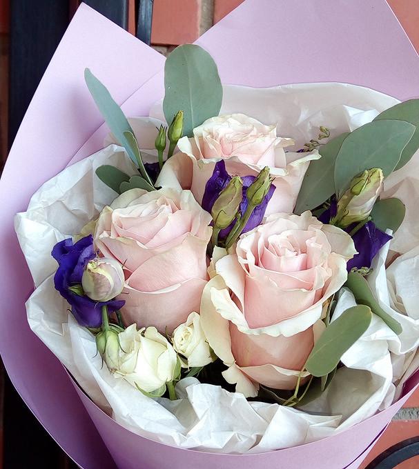 Роза кустовая (белый) — 1 шт., Роза Кения (нежно-розовый, 50 см) — 3 шт., Эвкалипт — 1 шт., Лизиантус (фиолетовый) — 1 шт., Упаковка Дизайнерский картон — 1 шт…