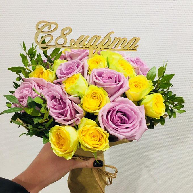 Роза Кения (фиолетовый, 40 см) — 9 шт., Роза кустовая (кремовый) — 2 шт., Удлинитель — 9 шт., Упаковка Крафт-бумага — 1 шт., Рафия — 1 шт., Писташ — 4 шт., Топ…