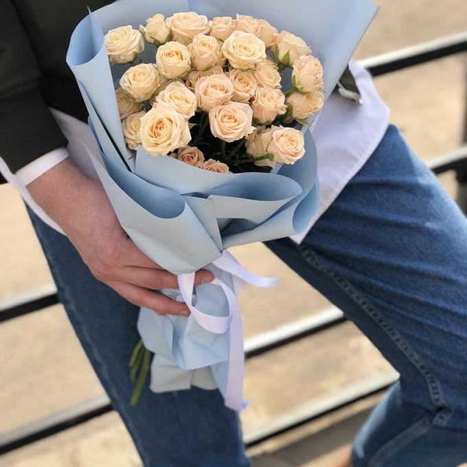 Роза кустовая (персиковый) — 7 шт., Лента — 1 шт., Упаковка Крафт-бумага — 2 шт.