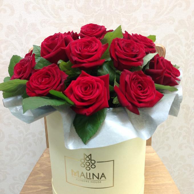 Роза Кения (красный) — 15 шт., Шляпная коробка (средний) — 1 шт., Оазис — 2 шт., Упаковка Фетр — 1 шт.