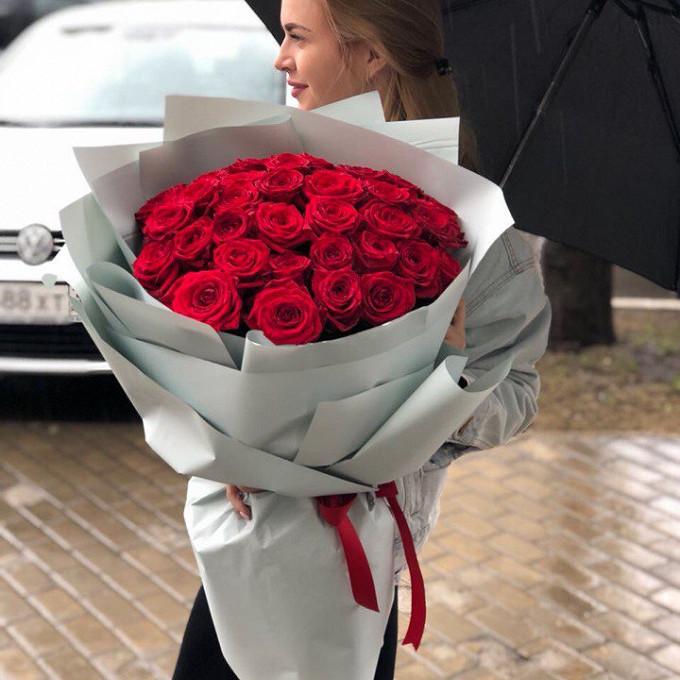 Роза Эквадор (красный, 50 см) — 45 шт., Лента — 3 шт., Упаковка Пленка матовая (Корея) — 4 шт.