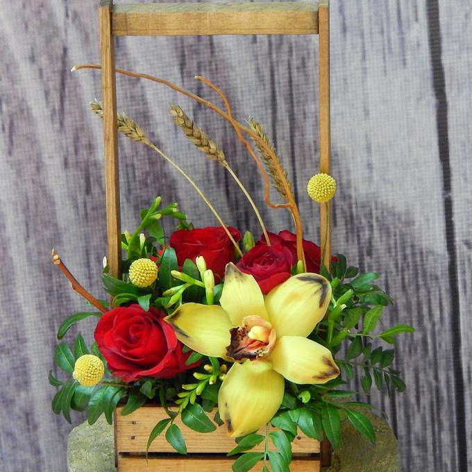 Роза Кения (бордовый, 60 см) — 5 шт., Фисташка — 1 шт., Пшеница (колосок) — 3 шт., Ящик прямоугольный — 1 шт., Оазис — 1 шт., Краспедия — 3 шт., Орхидея Цимбид…