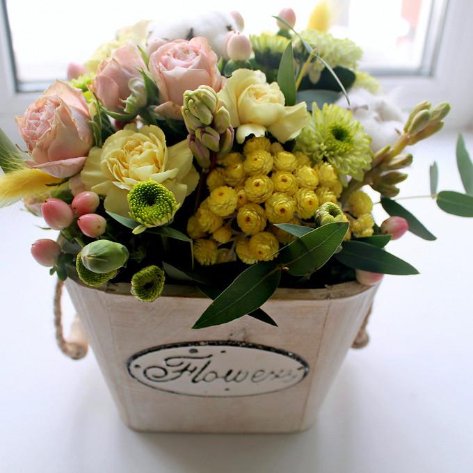 "Композиция в кашпо ""Flowers"""
