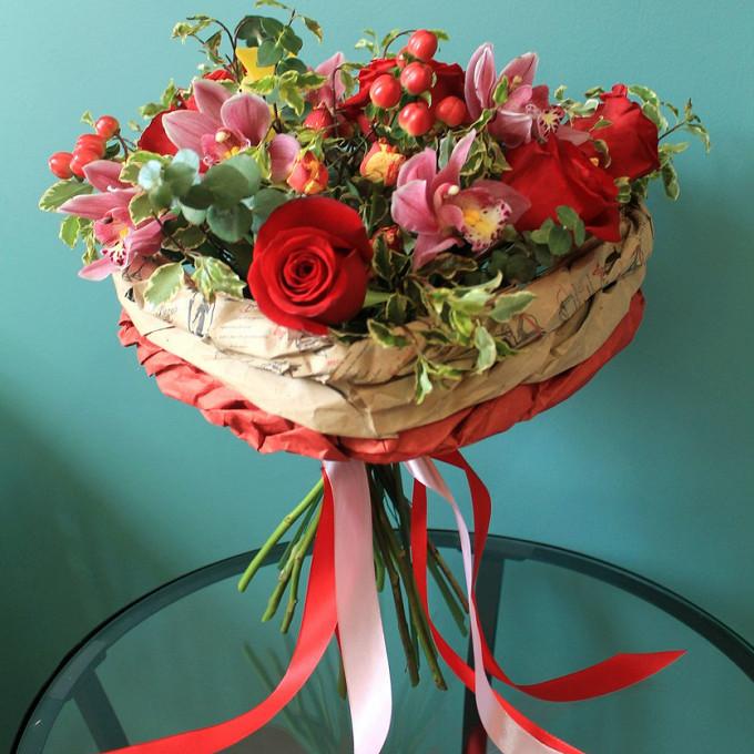 Упаковка Крафт-бумага — 2 шт., Орхидея Фаленопсис 1 бутон (нежно-розовый) — 5 шт., Лента атласная — 2 шт., Упаковка Каркас плетеный ручной работы — 1 шт., Роза…