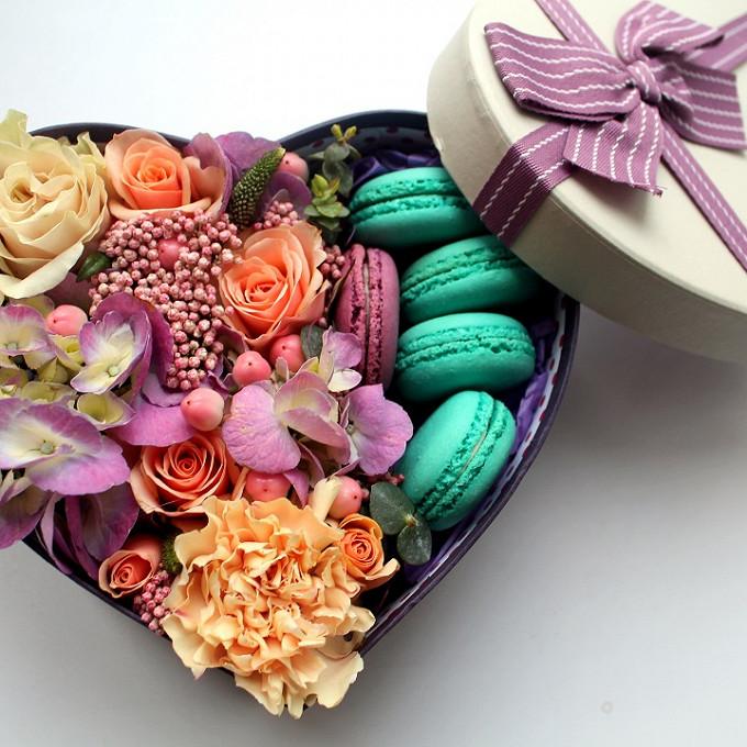 Пиофлор — 1 шт., Коробка в форме сердца (сердце, средний) — 1 шт., Озотамнус — 1 шт., Вероника (розовый) — 1 шт., Гиперикум (розовый) — 1 шт., Роза кустовая (р…