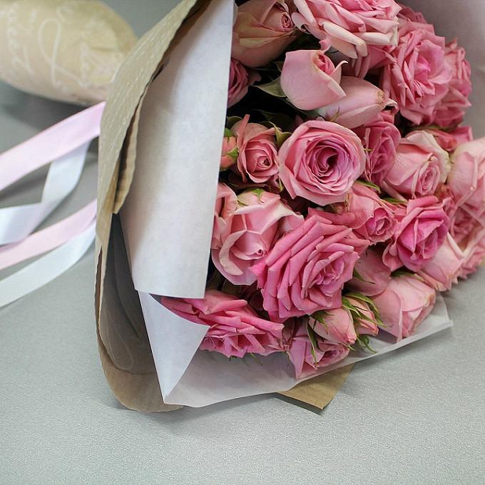 Лента — 1 шт., Упаковка Крафт-бумага — 1 шт., Роза кустовая (розовый) — 11 шт.