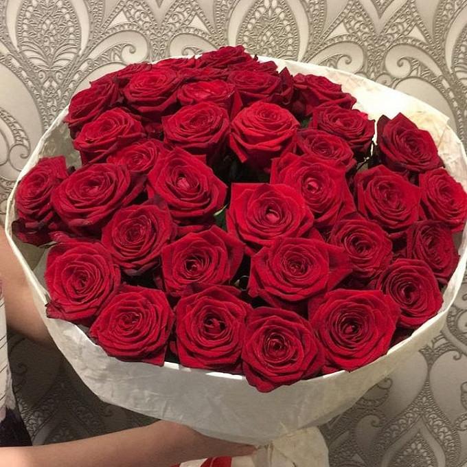 Роза Эквадор (красный, 50 см) — 35 шт., Лента — 1 шт., Упаковка Крафт-бумага — 1 шт.