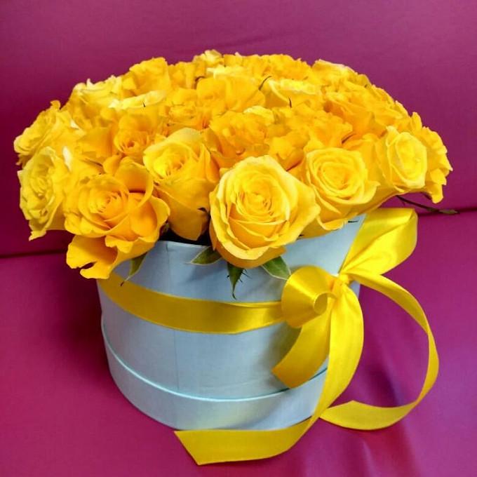 Желтая лента — 1 шт., Роза Кения (желтый) — 25 шт., Пиафлор — 1 шт., Коробка (круг, средний) — 1 шт.