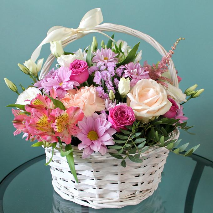 Хризантема кустовая (нежно-сиреневый) — 1 шт., Роза кустовая (ярко-розовый) — 1 шт., Астильба (нежно-розовый) — 1 шт., Роза Кения (кремовый) — 1 шт., Гвоздика …