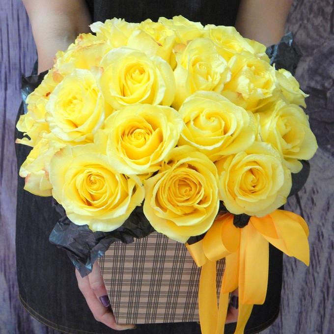 Роза Кения (желтый) — 25 шт., Желтая лента — 1 шт., Оазис — 1 шт., Шляпная коробка (средний) — 1 шт., Упаковка Тишью — 1 шт.