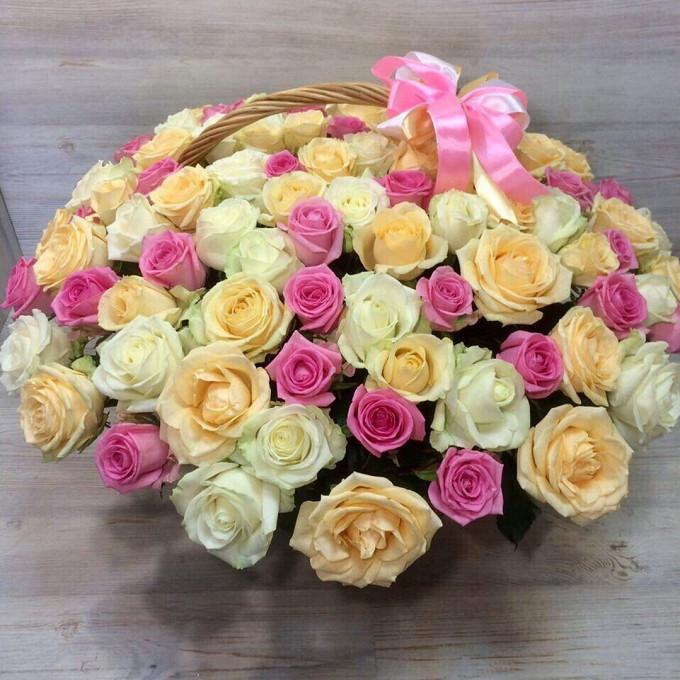 Пиафлор — 3 шт., Корзина (круг, большой) — 1 шт., Роза Кения (микс (разных цветов)) — 101 шт.