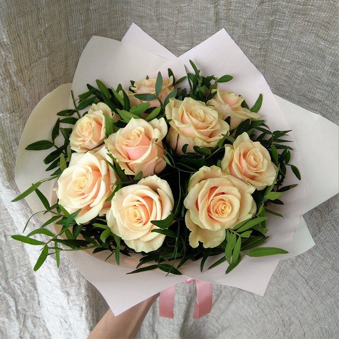 Кремовые розы с писташем