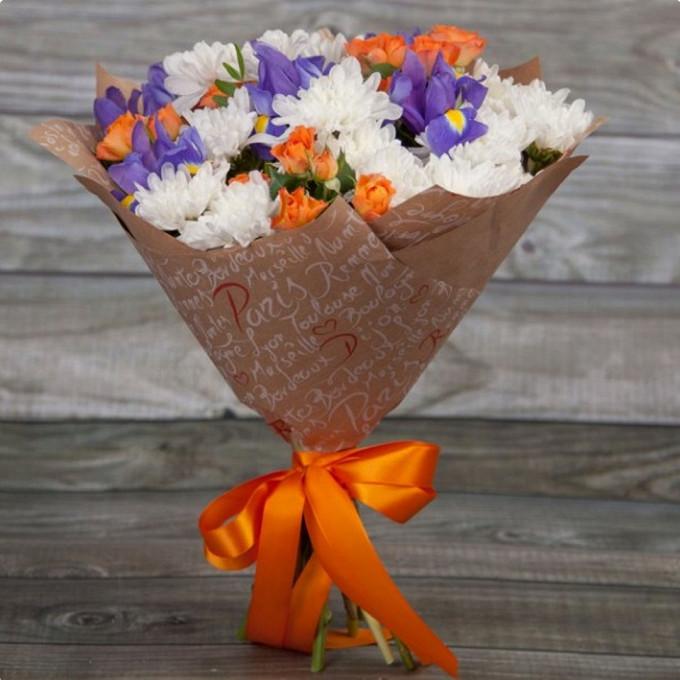 Упаковка Крафт-бумага — 1 шт., Лента — 1 шт., Роза кустовая (оранжевый) — 3 шт., Хризантема кустовая (белый) — 4 шт., Ирис (синий) — 5 шт.
