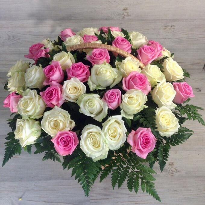 Роза Кения (нежно-розовый) — 31 шт., Роза Кения (белый) — 20 шт., Папоротник — 8 шт., Пиафлор — 2 шт., Корзина (круг, средний) — 1 шт.