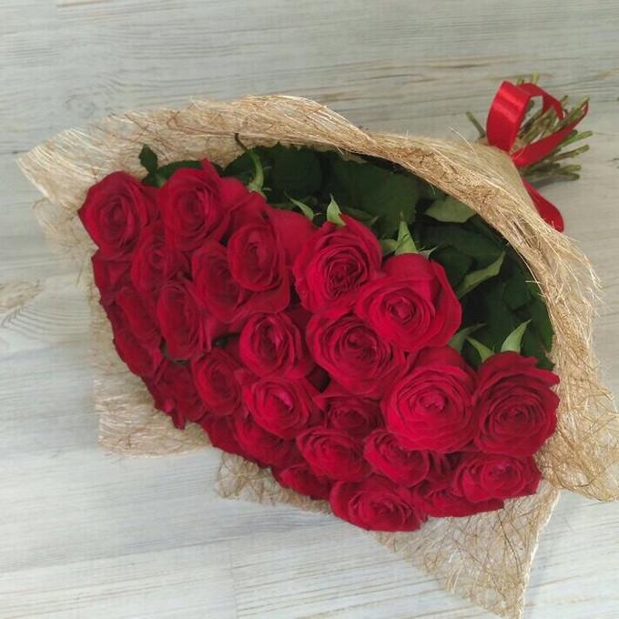 Лента — 1 шт., Упаковка Сизаль — 1 шт., Роза (красный, 60 см) — 29 шт.