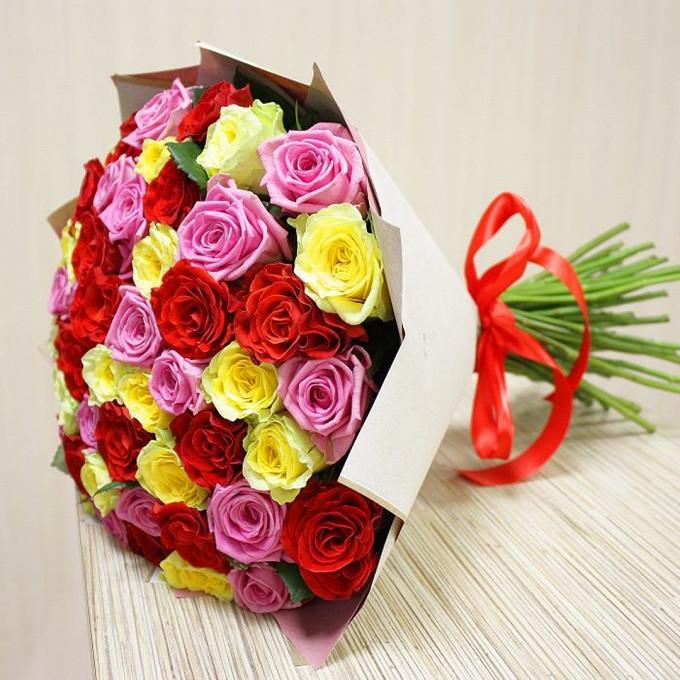 Букет из: упаковка крафт-бумага — 1 шт., роза (микс (разных цветов), 60 см) — 51 шт., лента атласная — 1 шт. - Роза МИКС