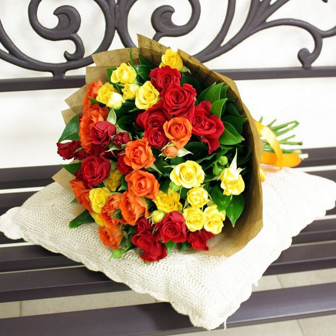 Упаковка Крафт-бумага — 1 шт., Роза кустовая (микс (разных цветов)) — 11 шт., Лента — 1 шт.