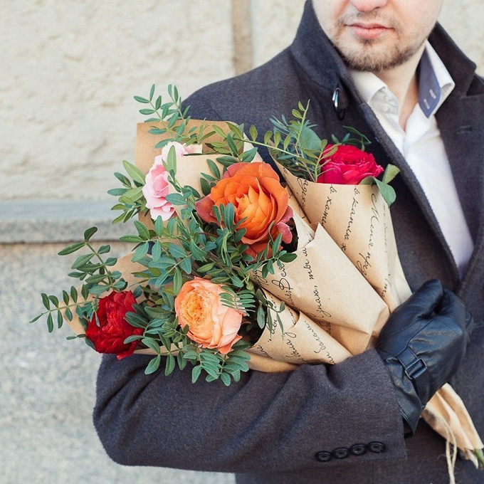 Роза Кения (микс (разных цветов), 50 см) — 5 шт., Лента — 5 шт., Писташ — 5 шт., Упаковка Крафт-бумага — 5 шт.