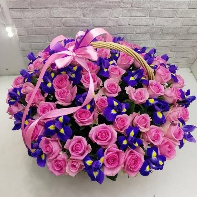 Роза Кения (нежно-розовый) — 55 шт., Пиафлор — 3 шт., Рускус — 20 шт., Ирис (синий) — 30 шт., Корзина (овал, средний) — 1 шт.