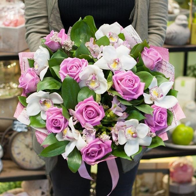 Роза Кения (нежно-розовый, 60 см) — 9 шт., Орхидея Цимбидиум 1 бутон (белый) — 8 шт., Лента атласная — 1 шт., Рускус — 20 шт., Альстромерия микс (микс (разных …