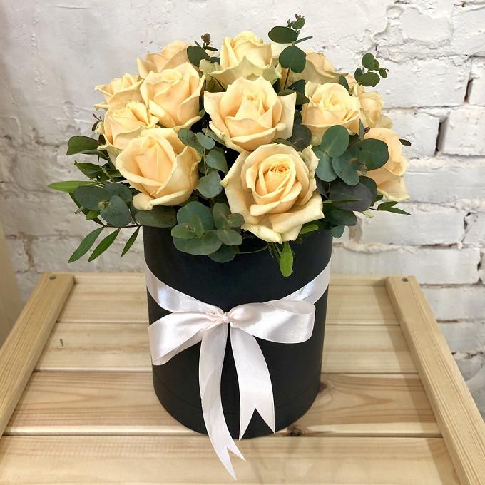 Роза Кения (кремовый) — 15 шт., Эвкалипт — 3 шт., Шляпная коробка (средний) — 1 шт., Пиофлор — 1 шт., Писташ — 2 шт.