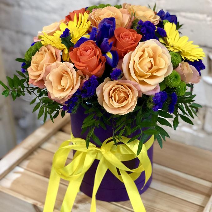 Роза Кения (кремовый) — 7 шт., Роза Кения (коралловый) — 8 шт., Хризантема (зеленый) — 3 шт., Гербера (микс (разных цветов)) — 3 шт., Статица (синий) — 3 шт., …