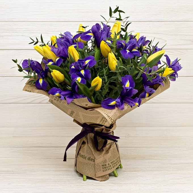 17 тюльпанов в ирисах