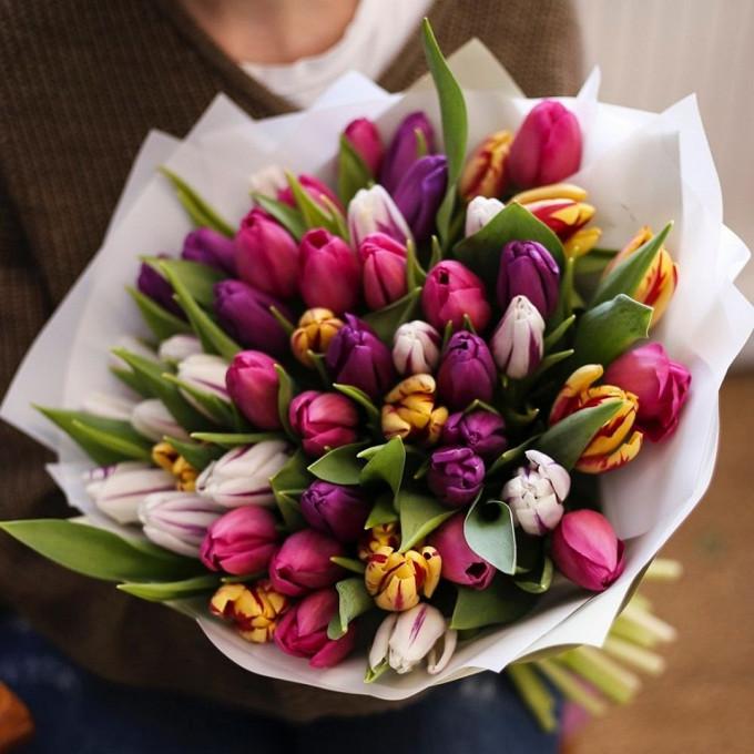 Лента атласная — 1 шт., Упаковка Пленка матовая (Корея) — 2 шт., Тюльпан (микс (разных цветов)) — 55 шт.