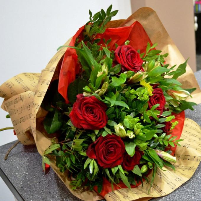 Роза Кения (красный, 60 см) — 5 шт., Упаковка Крафт-бумага — 1 шт., Писташ — 5 шт., Лента — 1 шт., Альстромерия (микс (разных цветов)) — 4 шт.