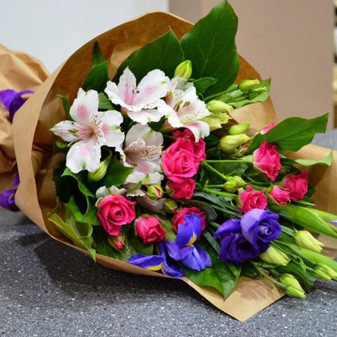 Эустома (микс (разных цветов)) — 3 шт., Роза кустовая (микс (разных цветов)) — 2 шт., Упаковка Крафт-бумага — 1 шт., Ирис (синий) — 3 шт., Альстромерия микс (м…