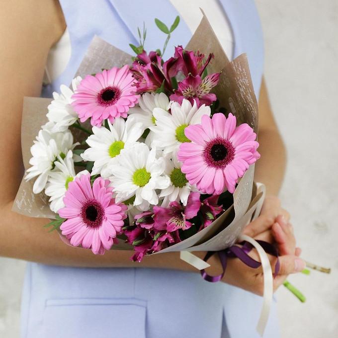 Хризантема кустовая (белый) — 2 шт., Писташ — 3 шт., Альстромерия (микс (разных цветов)) — 2 шт., Гербера (нежно-розовый) — 3 шт., Упаковка Крафт-бумага — 1 шт…