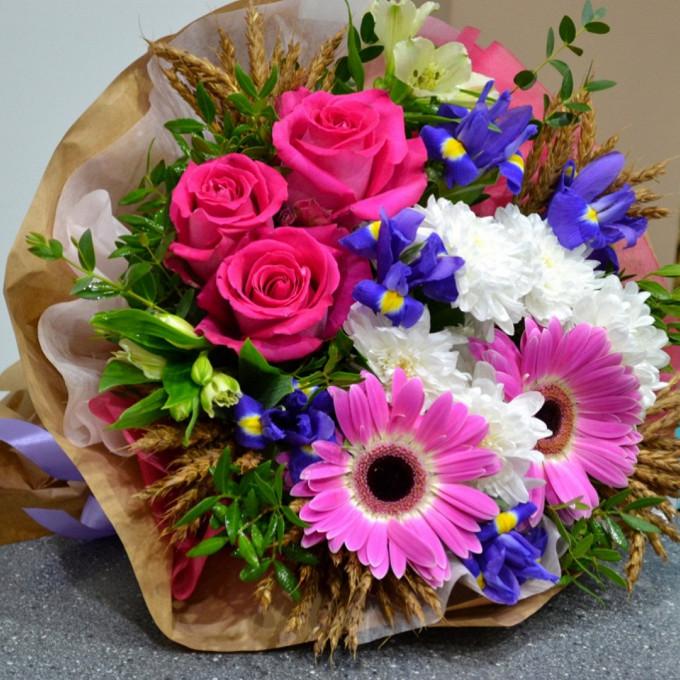 Роза Кения (нежно-розовый, 60 см) — 3 шт., Пшеница (колосок) — 25 шт., Хризантема кустовая (белый) — 2 шт., Альстромерия (микс (разных цветов)) — 2 шт., Гербер…