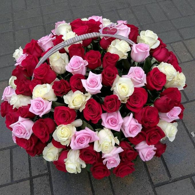 Роза Кения (красный, 60 см) — 18 шт., Роза Кения (белый, 60 см) — 18 шт., Роза Кения (нежно-розовый, 60 см) — 19 шт., Корзина (круг, большой) — 1 шт., Пиафлор …