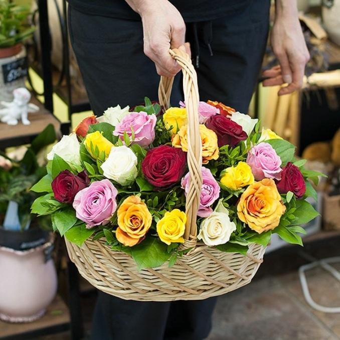 Роза Кения (микс (разных цветов)) — 25 шт., Писташ — 8 шт., Рускус — 10 шт., Пиофлор — 4 шт., Корзина (круг, средний) — 1 шт.