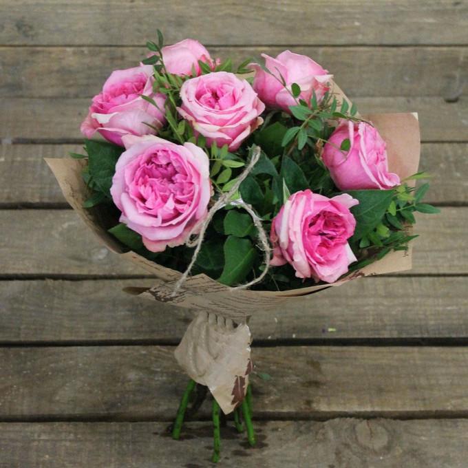 Упаковка Крафт-бумага — 1 шт., Писташ — 4 шт., Роза пионовидная (розовый) — 7 шт., Лента — 1 шт.