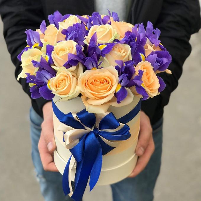 Роза Кения (кремовый) — 15 шт., Ирис (синий) — 12 шт., Лента — 2 шт., Пиафлор — 1 шт., Шляпная коробка (средний) — 1 шт.